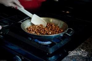 Салат с клубникой и орехами - фото шаг 1