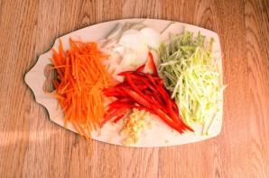 Салат из фунчозы с кальмарами - фото шаг 4