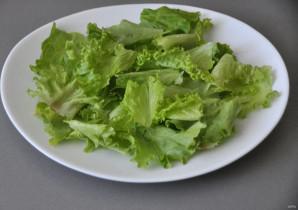 Зелёный салат с красной рыбой - фото шаг 2
