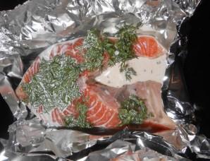 Семга под сливочным соусом в духовке - фото шаг 8