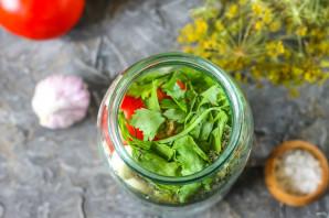 Квашеные помидоры с чесноком и зеленью - фото шаг 4