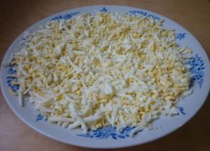 Салат с горбушей и сыром - фото шаг 3