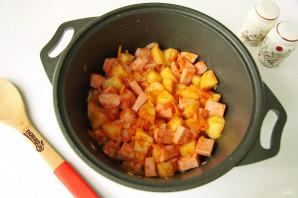 Тушеная капуста с картошкой и колбасой - фото шаг 7