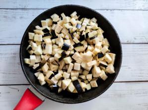 Салат из жареных баклажанов с майонезом - фото шаг 2