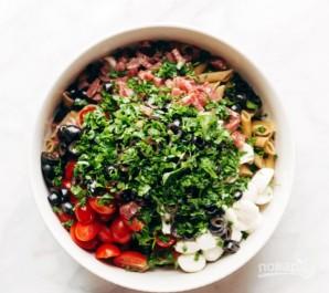 Салат с сыром и колбасой - фото шаг 6