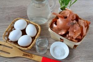 Крашеные яйца луковой шелухой (коричневые) - фото шаг 1