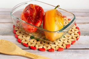 Рулетики из запеченного перца с творожным сыром - фото шаг 4