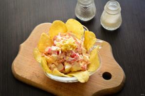 Салат с чипсами, крабовыми палочками и помидорами - фото шаг 6