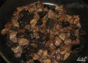 Мясо в горшочках с грибами и сыром - фото шаг 1
