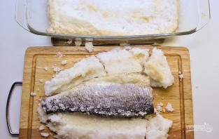 Сибас в соли - фото шаг 7