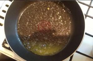 Макароны с колбасой и яйцом - фото шаг 3