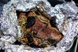 Телятина с черносливом в духовке - фото шаг 6