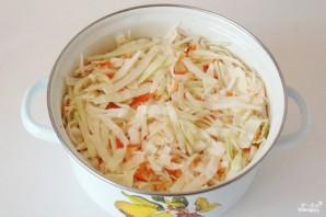 Маринованная капуста с луком и морковью - фото шаг 2