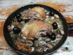 Тушеная курица с оливками и фасолью  - фото шаг 8