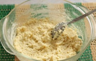 Сырники в духовке с манкой - фото шаг 2