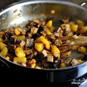 Жареная картошка с мясом - фото шаг 9
