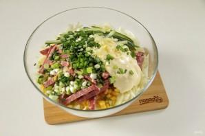 Салат с капустой, колбасой и кукурузой - фото шаг 6