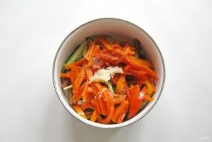 Салат из баклажанов и огурцов - фото шаг 8