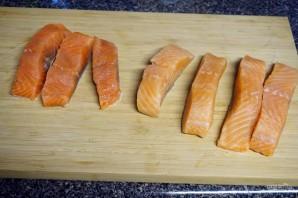 Рецепт малосольной красной рыбы - фото шаг 4
