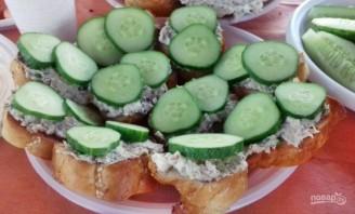 Бутерброды с тунцом и сливочным сыром - фото шаг 4