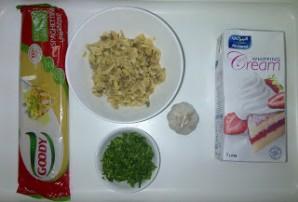 Спагетти с шампиньонами в сливочном соусе - фото шаг 1
