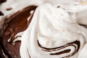 Бисквитный торт с пропиткой - фото шаг 7