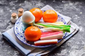 Салат с крабовыми палочками и мандаринами - фото шаг 1