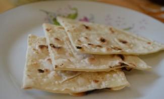 Лепешки на сковороде без дрожжей - фото шаг 5
