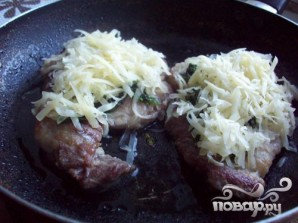 Свинина под сыром и шпинатом - фото шаг 5
