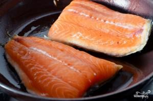 Салаты с рыбой и морепродуктами - фото шаг 5