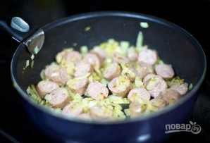 Тушеная капуста с колбасой - фото шаг 2