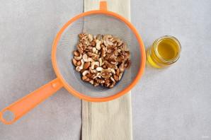 Мед с орехами - фото шаг 2