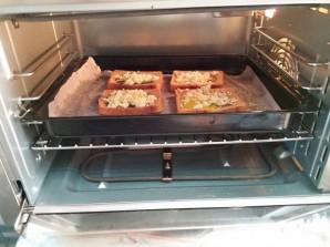 Тосты с яйцом в духовке - фото шаг 6