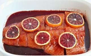 Семга в глазури из красного апельсина - фото шаг 3