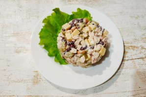 Салат с курицей, фасолью и сыром - фото шаг 6