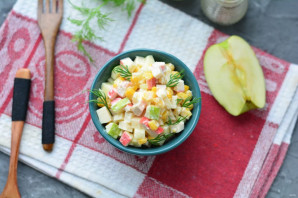 Крабовый салат с яблоками и кукурузой - фото шаг 8