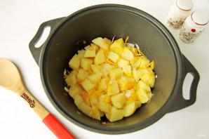 Тушеная капуста с картошкой и колбасой - фото шаг 5