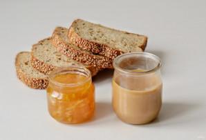 Сэндвич с арахисовым маслом и джемом - фото шаг 1