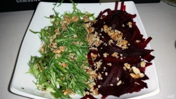 Салат из вареной свеклы с рукколой - фото шаг 7