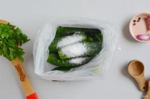 Соленые огурцы в пакете - фото шаг 3
