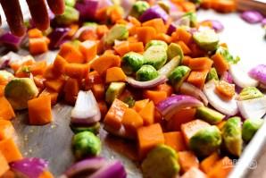 Салат из запеченных овощей с гранатом - фото шаг 5