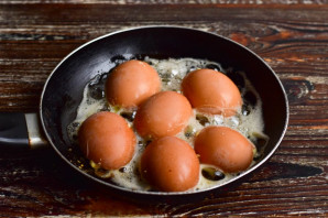 Яйца жареные в скорлупе