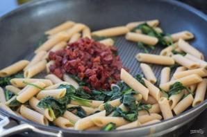 Паста с лососем и шпинатом - фото шаг 3