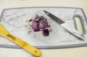 Теплый салат с кальмарами - фото шаг 4