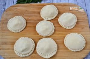 Пирожки с фетой, помидорами и зеленью - фото шаг 11