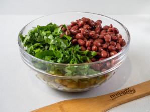 Салат с фасолью, сухариками и колбасой - фото шаг 3