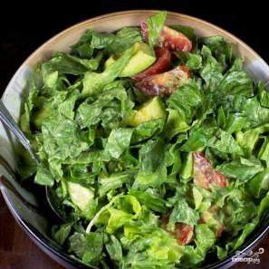 Салат с помидорами, авокадо и креветками - фото шаг 8