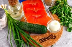 Тартар из лосося с огурцом - фото шаг 1