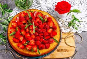 Пирог с клубникой и малиной - фото шаг 8