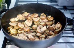 Грибы, запеченные с макаронами - фото шаг 1